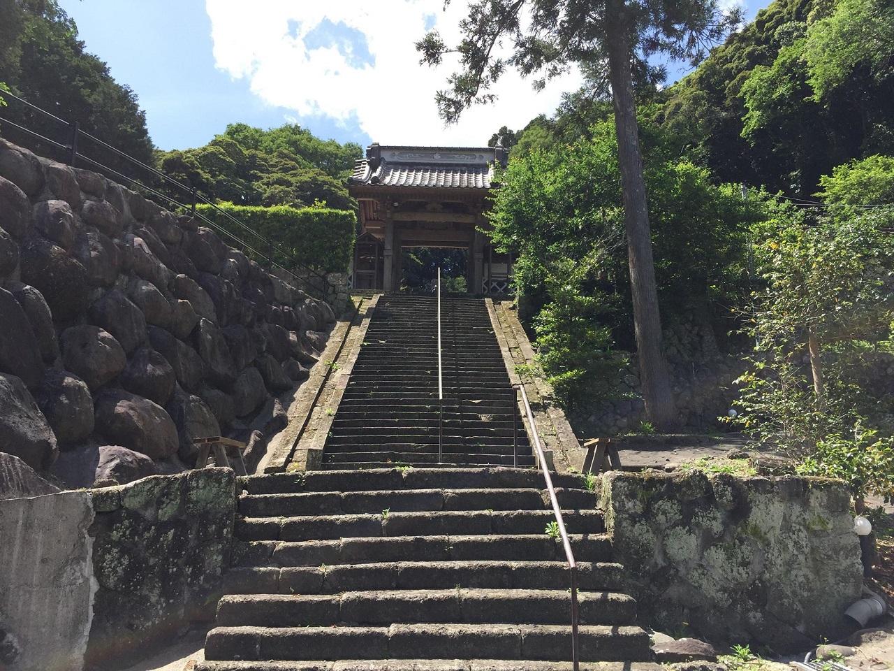 お寺の階段