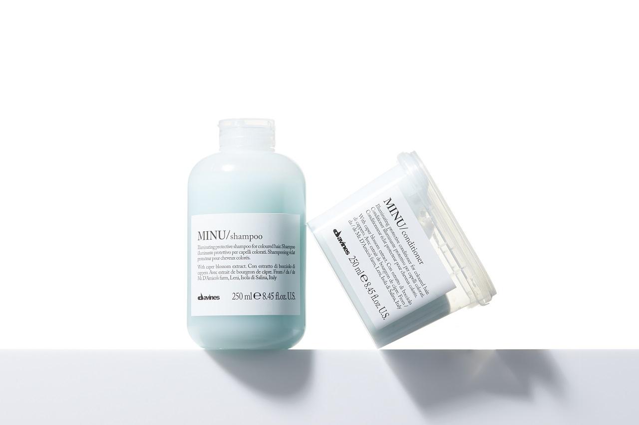 ダヴィネス ミヌシャンプー&コンディショナー(カラーヘア)は、おだやかな洗浄力でヘアカラー後の繊細な髪と頭皮をやさしく洗ってくれる。フレッシュなレモンとオレンジフラワーにゼラニウムが配合された香りもマイルドで上品。