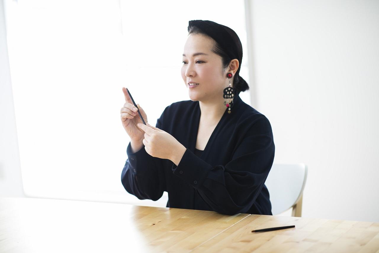 ヘア&メイクアップアーティストの岡田いずみ