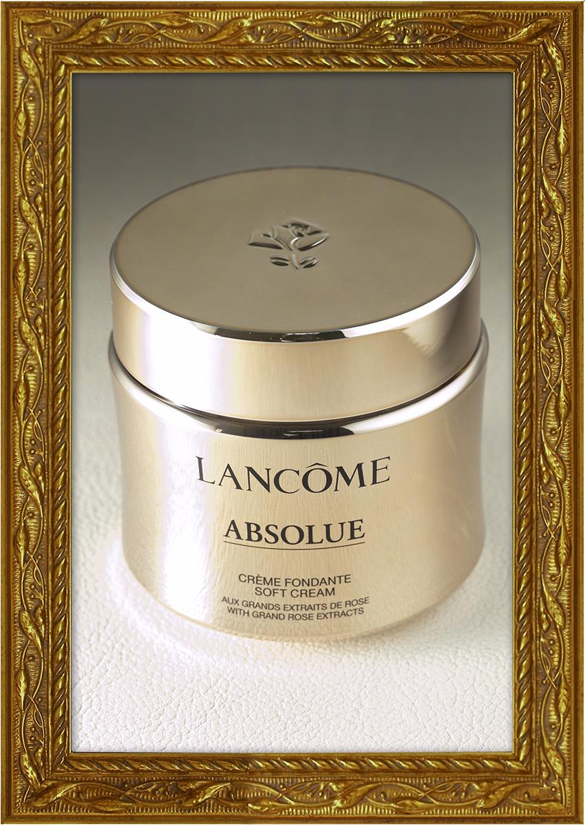 """""""ランコム ローズ""""の恵みを、科学の力で昇華した濃密で甘美な使い心地のクリーム。肌に溶け込むように広がり、ふっくらと潤いのヴェールで肌を包み込みます。アプソリュ ソフトクリーム(ランコム)"""