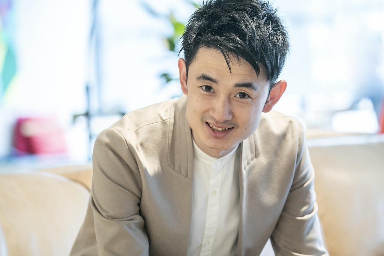 下川穣 Yutaka Shimokawa  1985年生。福岡県出身。岡山大学歯学部卒業。医療法人癒合会高輪クリニック元理事長。2018年12月KINS 設立。身長:179㎝ 体脂肪率:11%