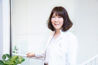 田代めぐみさん 形成外科の臨床経験を積み、現在は美容皮膚科・美容外科、形成外科、アンチエイジング・予防医療を専門に診療を行う。
