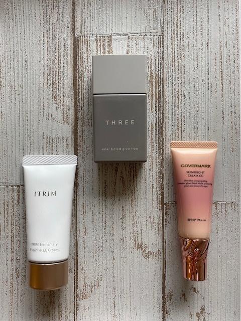 (左)まさに超時短なベースアイテム「ITRIM エレメンタリー エッセンシャルEEクリーム」 SPF50/PA++++ (中)ノンケミカル&フォータープルーフ処方で肌に負担をかけず、毛穴やくすみなどの悩みを解消。素肌以上の美しさを叶えます。「THREE ソーラーティンティドグローフロー」 全7色SPF50/PA++++(6/10発売予定)(右)カテゴリーはCCクリーム。まるでファンデで仕上げたような理想の肌がこれ1本で完成。「カバーマーク スキンブライト クリーム CC」全2色SPF50/PA++++