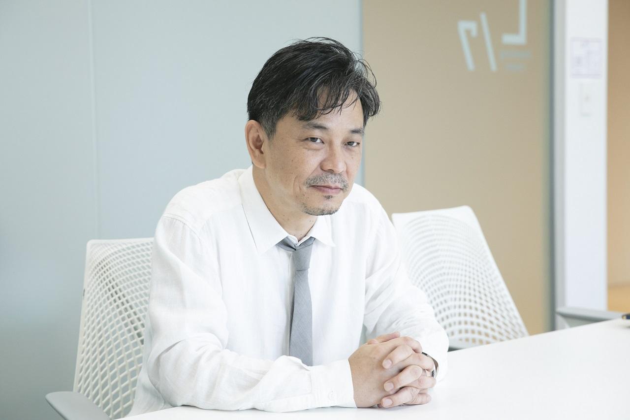 暮部達夫(Tatsuo Kurebe)さん 1972年、奈良県出身。 20年以上オーガニックコスメ 「クレコス」の企画・開発に携わり、日本における天然原料による 化粧品の開発の第一人者。2010年、ナチュラル・オーガニックコスメのOEMメーカー、アルデバランを起業。 施設による化粧品原料の生産や化粧品工場化を支援している。 現在、NOP法人あおぞら理事、JCC理事を務める。身長:173㎝ 体脂肪率:21% http://www.alde-baran.co.jp/