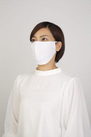 一般的な布マスクの感覚で使えるのはこちら。高遮熱、高UVカット素材を使用し、吸汗速乾に優れ、ムレやベタつきが気にならない。サイズ調整可能な耳ひもで、耳が痛くなりにくい。 UVカットマスク ヤケーヌPITIT プラス ¥1,200・税別(丸福繊維)