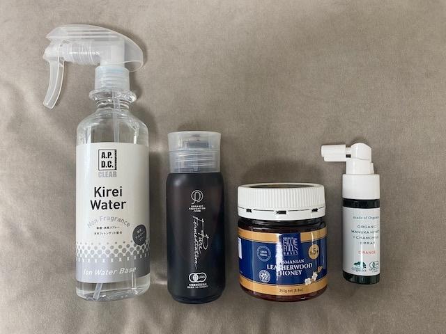 (左から順番に)犬を飼っていることもあり、ケミカルなものをあちこちに吹きかけることに抵抗を感じ購入。限りなく水に近く、100%天然由来成分の効果実証済み除菌剤。キレイウォーターhttps://takakura.co.jp/life_style/life/life_brand/kireiwater/ 免疫細胞が集まる腸内環境を整えることは大切。腸内細菌を整え、善玉菌を増やすために購入。1日1回ティースプーン1杯。だいじょうぶなもの 有機植物発酵エキスhttps://shop.takakura.co.jp/products/738?_ga=2.45462179.649652920.1592366188-204327321.1540966565  タスマニア島の世界遺産の森で採れる抗菌力に優れた天然はちみつ。香り高い味わいが特徴的。スプーン1杯、ヨーグルトと一緒に頂いています。 ブルーヒルズハニー タスマニアンレザーウッドハニーhttps://takakura.co.jp/life_style/life/life_brand/blue_hills/  天然成分100%、有機JAS認証を取得しているので食べても飲んでも安心。エビデンスもあり効果も実感。夜シュシュッと喉にスプレーすると翌朝にはイガイガは消失。風邪の引きはじめや、ちょっとした喉の不調はこれで解決。マヌカハニー+カモミールスプレー(オレンジ味)https://shop.takakura.co.jp/products/771?utm_source=mail&utm_medium=200617&utm_campaign=mail