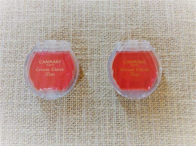(左)キャンメイク クリームチーク ティント 01 フレッシュポップメロン (右)同・02 ハッピーストロベリー ¥600・ともに税別(ともに井田ラボラトリーズ)