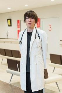 阪本亮(さかもと・りょう)さん 近畿大学医学部内科学教室心療内科部門助教 大阪府生まれ。近畿大学大学院修了、博士。専門は心身医学、緩和医療学。「笑い」が身体的・心理的に与える影響について研究をする。