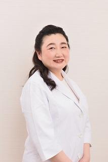 三田麻津子(みた・あつこ)さん 銀座Mitaクリニック院長 都内美容クリニックにて1万人以上の治療に携わる。美容皮膚科、形成外科治療をはじめ、皮膚トラブル、美白、エイジングケア、婦人科系まで幅広く治療を行う。https://ginza-mita.com/