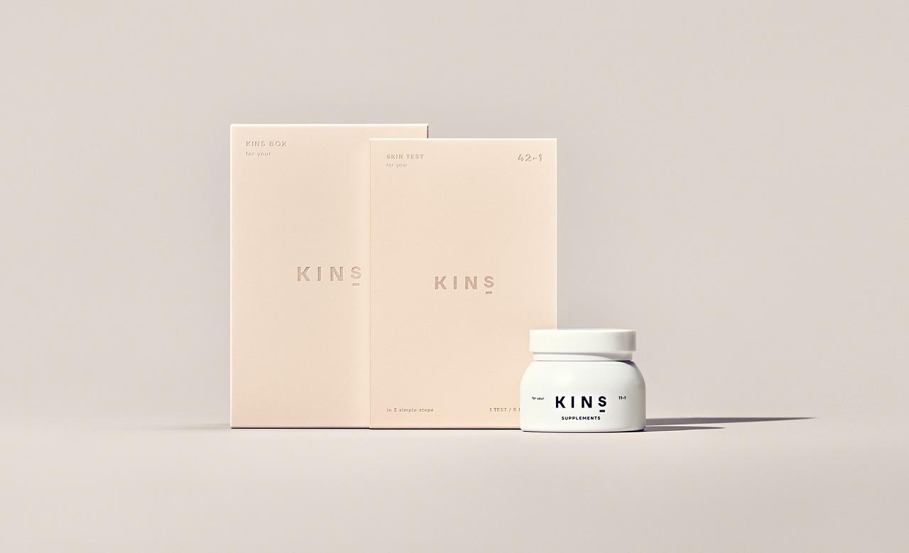 皮膚の常在菌を検査するスキンテスト、腸内環境の菌バランスを整えることで美肌へ導くサプリメント、LINE公式アカウントを用いたカウンセリングチャットがセットされた、菌ケアサブスクサービス。6ヶ月に1度届き、6ヶ月ごとに皮膚の常在菌の状態をチェックでき、サプリメントは20種の酵母菌、乳酸菌生産物質、食物繊維がブレンドされている。カウンセリングチャットは、美肌に関する相談やアドバイスなどを何度でも質問できる。KINS BOX ¥5,980(月定額)/KINS